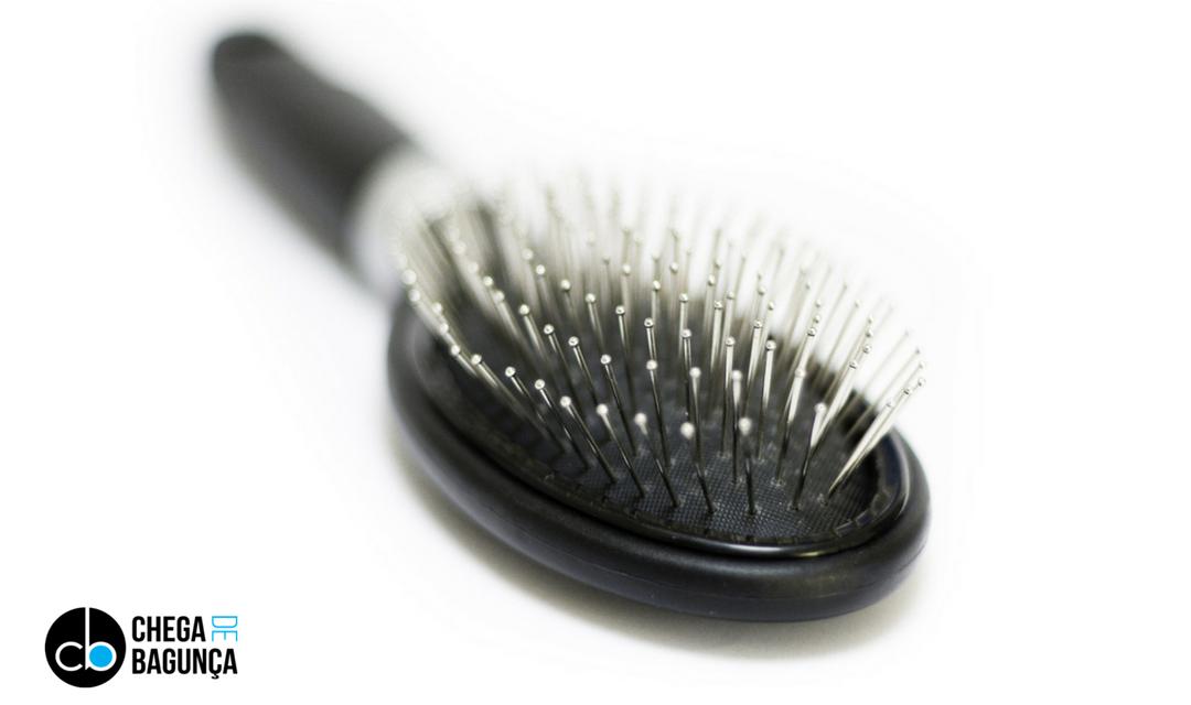 Como limpar sua escova de cabelo